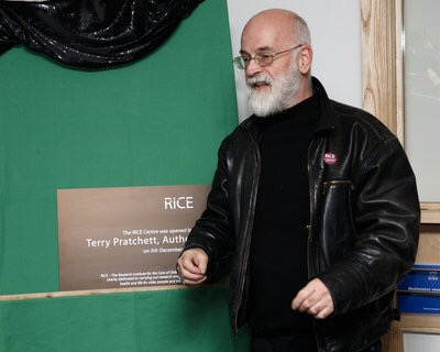 Sir Terry Pratchett opens the Research Institute for the Care of Older People Centre in Bath in 2008. Image courtesy RICE, used with their kind permission.