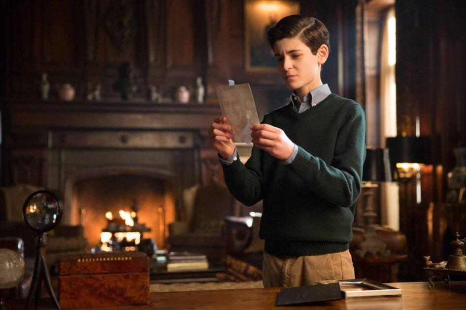 "David Mazouz as Bruce Wayne in tonight's season one finale of Gotham, ""All Happy Families Are Alike"""