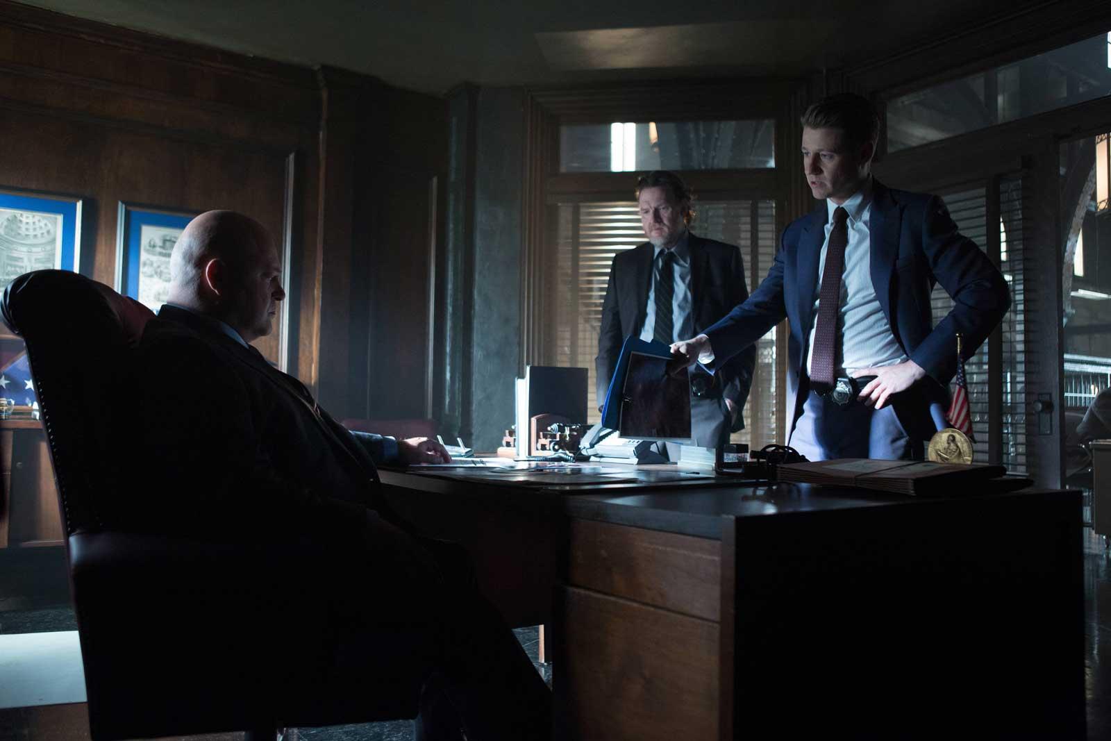 Michael Chiklis as Nathaniel Barnes, Donal Logue as Detective Harvey Bullock and Ben McKenzie as Detective James Gordon in Gotham.