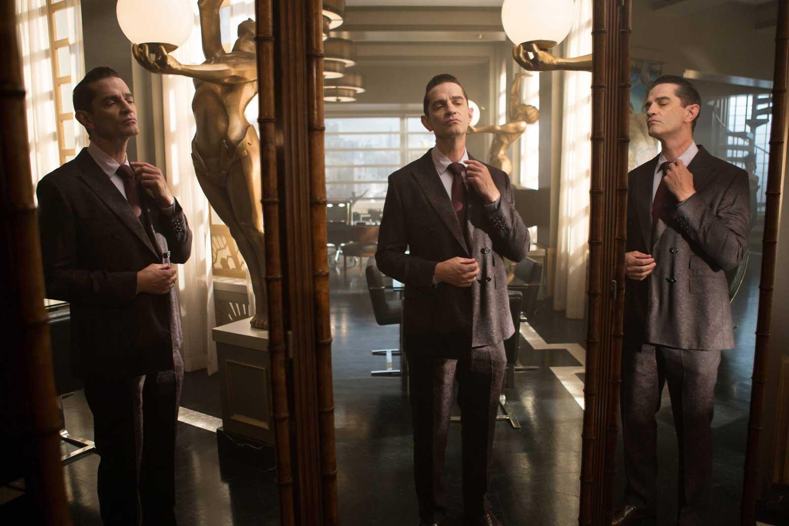 "James Frain as Theo Galavan in the Gotham Season 2 episode ""Mommy's Little Monster"""