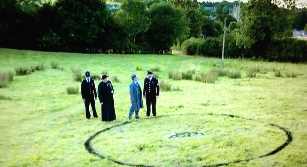 Father Brown - Fire in the Sky - UFO landing