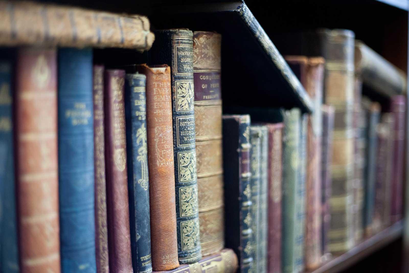 Décor Books Antique Cloth Books. Image: Décor Books